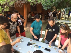 Calvo, Iván, Luis y Yol jugando al juego de las sillas